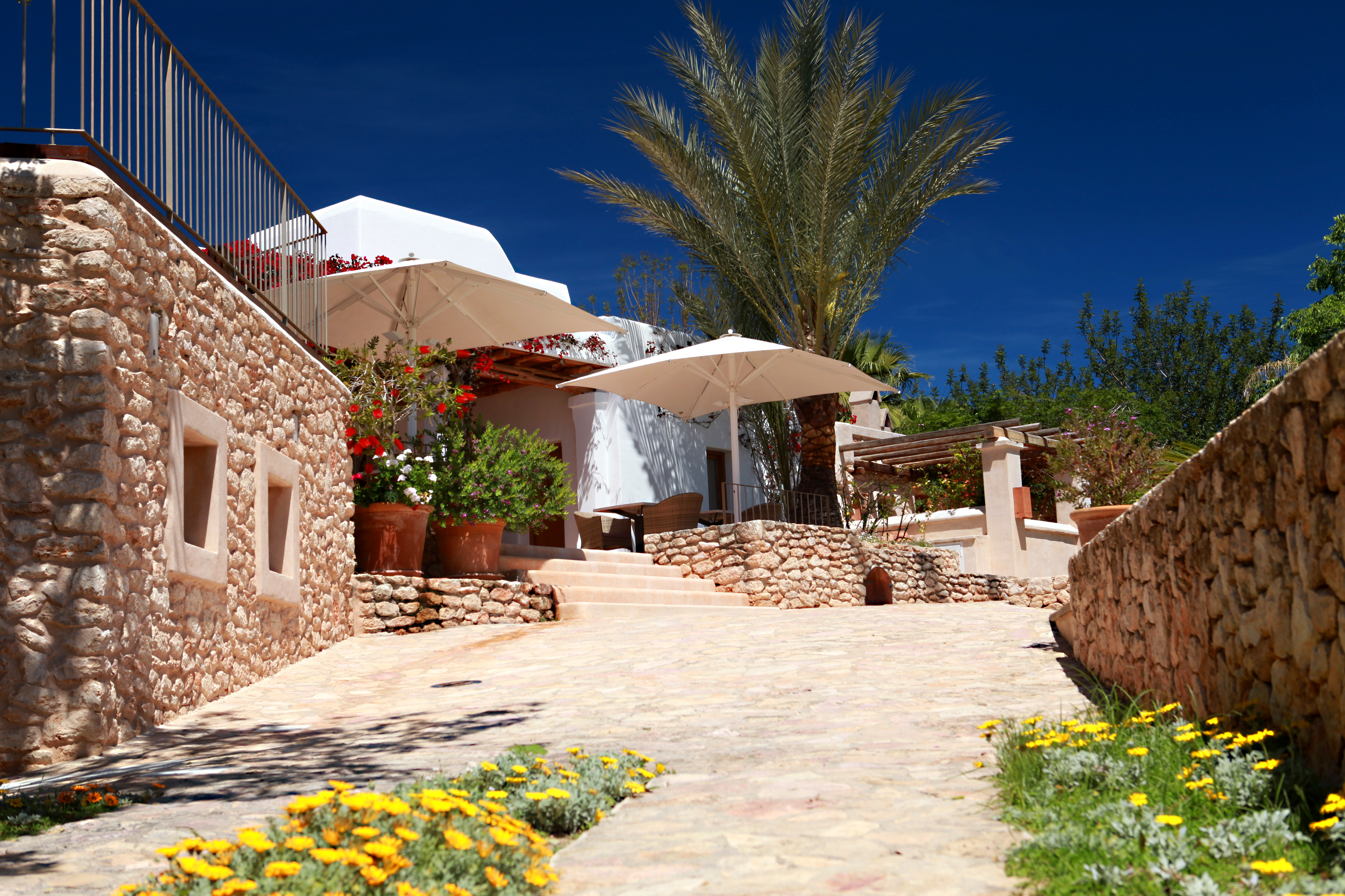 Ibiza holiday villas fabulous luxury villas in the for Ibiza country villas